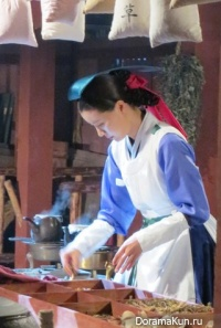 Court lady and the maid of the palace of the Joseon