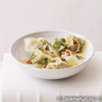 Wonton with pork and spinach