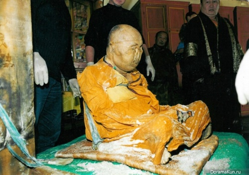 Chinese mummy in the statue