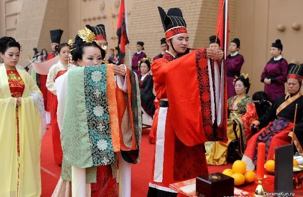 a traditional china wedding essay The three prayers of the traditional chinese wedding ceremony contained elements of taoism the chinese were mainly taoists or ancestor worshipers before foreign religions such as christianity, muslim or buddhism entered ancient china.