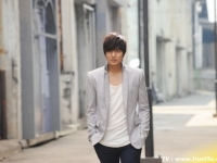 Aum Patchrapa и Lee Minho для 12 Plus Shower Cream