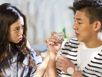 Yoo Ah In и Moon Chae Won для Chamyiseul Soju