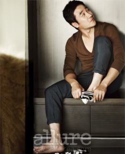 Uhm Tae Woong для Allure Korea December 2011